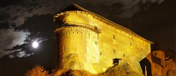 Zřídkavý pohled na strašidelný Oravský hrad. Místo, kde se natáčely části slavného filmu Nosferatu.